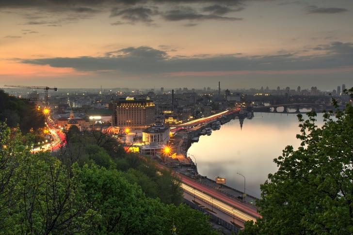 CHuhraj-Aleksej_Kiev_-vid-s-arki-druzhby-narodov_Canon-700D_kit-18-55mm_-f16_-ISO-100_-shtativ_hdr-c-7mi-kadrov_-tolko-svodil-v-Photomatix_-500px.com_f0rnit